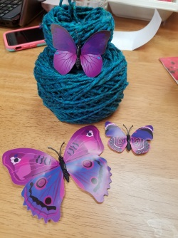 roving silk yarn with butterfly magnets